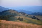 Świt w Pieninach / górski krajobraz tuż po wschodzie słońca, lato - 182050256