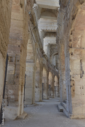 Tuinposter Smal steegje arena romana