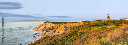 Staande foto Panoramafoto s Gay Head Lighthouse and Gay Head cliffs of clay at the westernmost point of Martha's Vineyard in Aquinnah