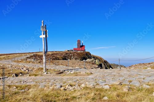 Schneegruben und Schneegrubenbaude im Riesengebirge - Snowy Cirque and Mountain Poster