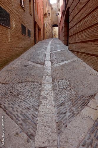 Staande foto Smal steegje pavement of a long street in Tarazona