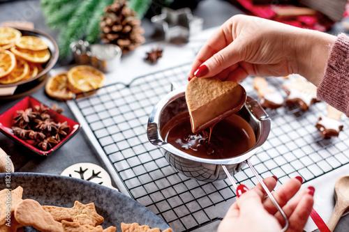 Keuken foto achterwand Chocolade Weihnachts Gebäck (kekse zubereiten)