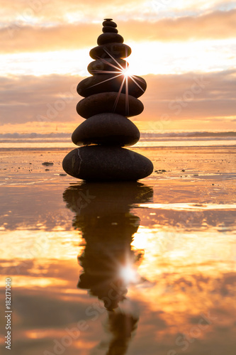 Plexiglas Zen Stenen Balance at sunset