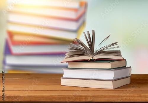 Fototapeta Library.