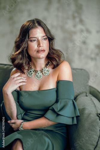 Aluminium Kapsalon Frau auf Sofa