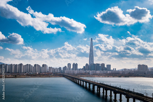 Tuinposter Seoel Jamsil brige and Han river view of Seoul city in South Korea.
