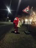der weihnachtsmann geht zu fuss