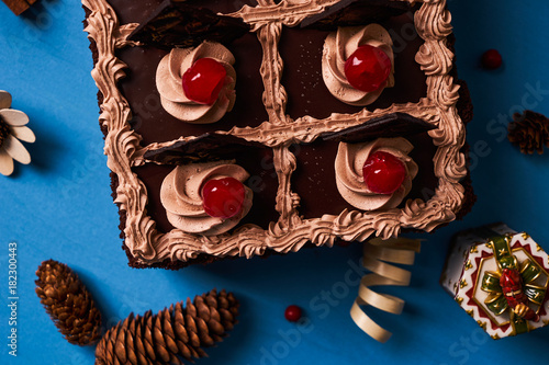 Fotobehang Kersen Cherry cake with chocolate