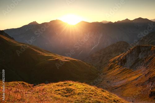 Deurstickers Ochtendgloren golden sunrise in mountains