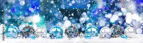 In de dag Bol Blue and white christmas baubles 3D rendering