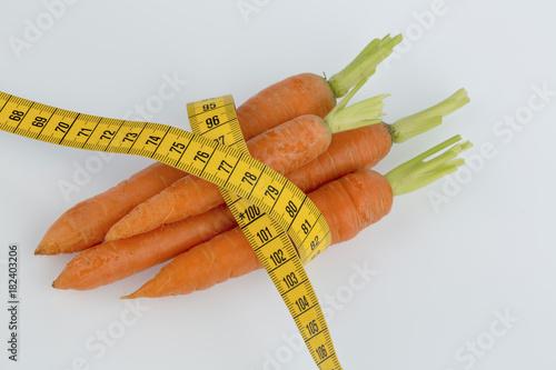 Deurstickers Groenten fresh carrots with measure tape