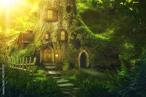 Fantasy tree house - 182409258