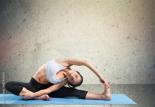Staande foto School de yoga Mat.