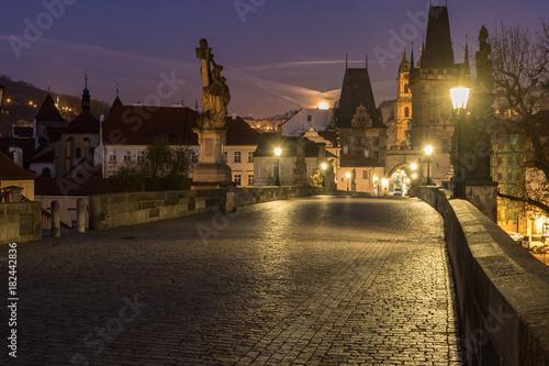Foto op Plexiglas Aubergine Famous Charles bridge in twilight, Prague, Czech Republic