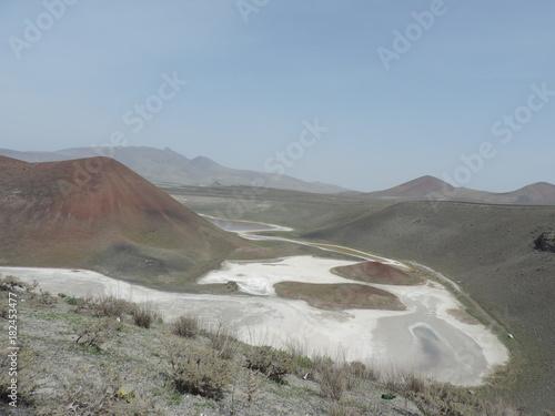 Foto op Canvas Donkergrijs Karapınar Krater Gölü