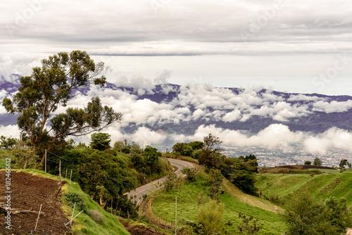 Tuinposter Wit Berglandschaft in Costa Rica