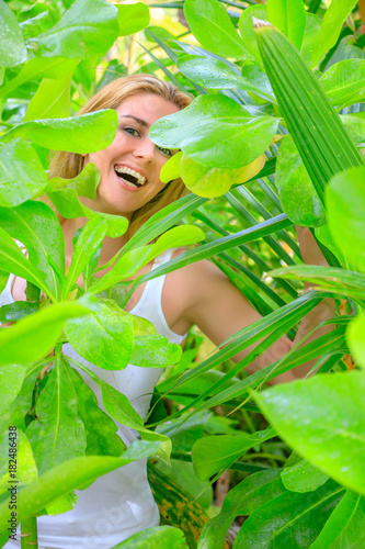 Leinwanddruck Bild Blonde girl in the midst of green