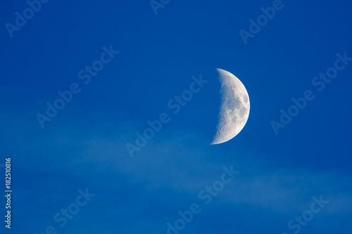 Fase de la luna en cuarto creciente. | Buy Photos | AP Images ...