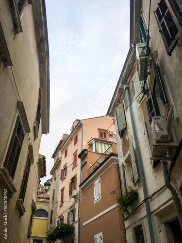 Plexiglas Smalle straatjes slovenians sea side view - ancient streets & buildings