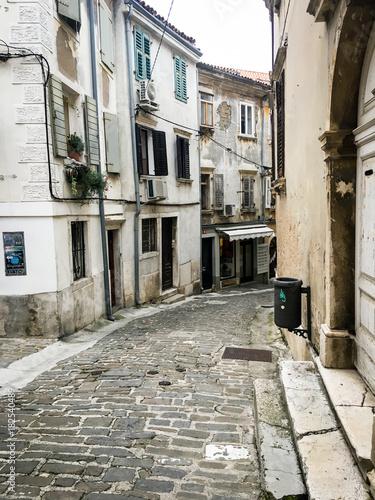 Staande foto Smal steegje slovenians sea side view - ancient streets & buildings