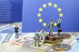 euros argent monnaie billet bourse travail salaire banque - 182544492