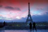 Touristes et tour Eiffel au Trocadero