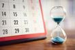 Leinwanddruck Bild - Hourglass and calendar