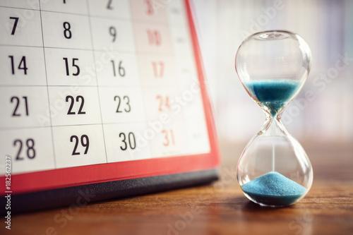 Leinwanddruck Bild Hourglass and calendar