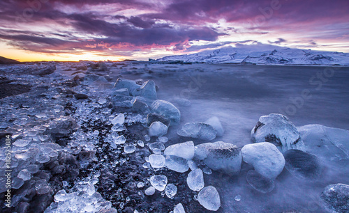 Foto op Canvas Natuur Icebergs in Jokulsarlon glacial lake during sunset, Iceland