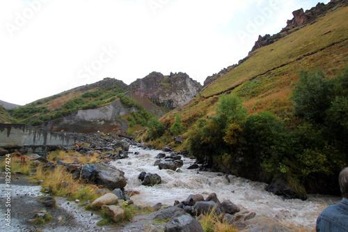 Fotobehang Bergrivier Caucasus mountains