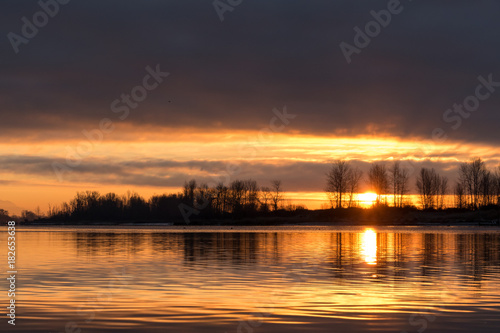 Staande foto Ochtendgloren sunrise at river bank