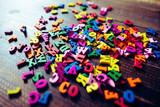 たくさんのアルファベット - 182657251