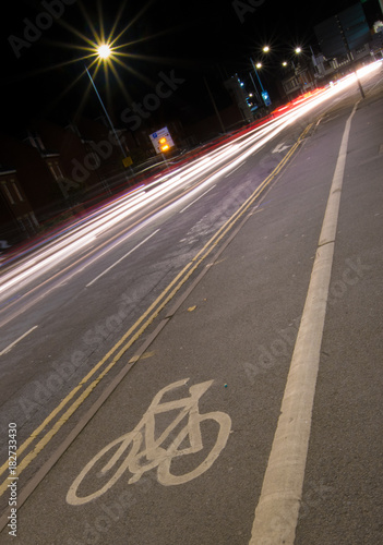 Keuken foto achterwand Nacht snelweg cycle lane at night with lights of cars passing