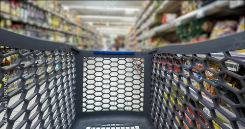 Courses avec Caddy Magasin Grande Surface - Shopping concept Timelapse