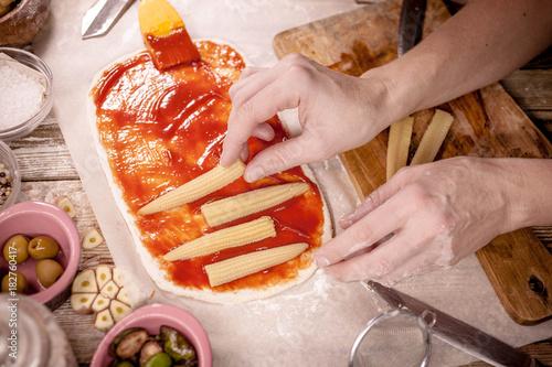 Papiers peints Pizzeria Woman makes vegetarian pizza. Vegetarian dish. Meatless food. Mediterranean cuisine. Selective focus. Easy toning