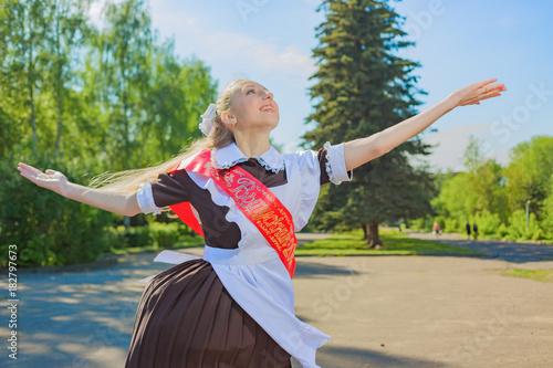 Plakát The graduate school girl is happy