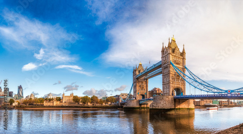 Foto op Canvas Londen London cityscape panorama with River Thames Tower Bridge and Tower of London in the morning light