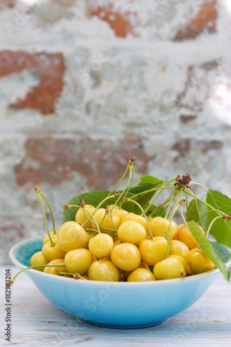 Yellow cherry in a bowl