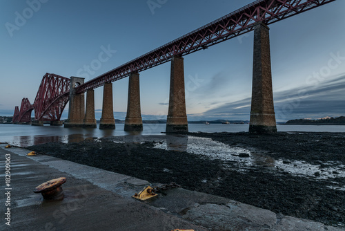Fotobehang Zwart The Forth Rail Bridge