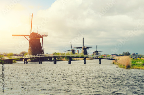 Fotobehang Rotterdam Netherlands traditional windmill landscape at Kinderdijk near Rotterdam in Netherlands.
