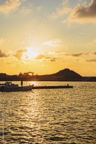 Foto op Plexiglas Oranje 夕焼けの海辺