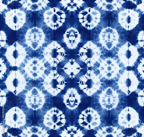 Materiał do szycia Seamless pattern, abstract tie dyed fabric of indigo color on white cotton. Hand painted fabrics. Shibori dyeing