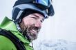 canvas print picture - Portrait Skifahrer mit vereistem Bart