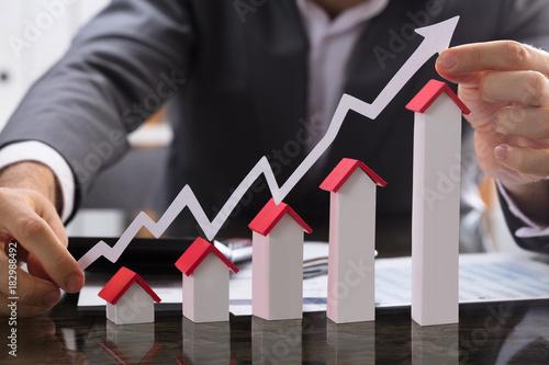 Fototapeta Businessman Showing The Increasing Profit On Property