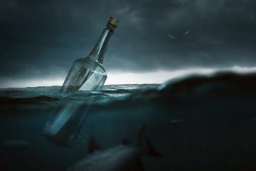Flaschenpost auf hoher See