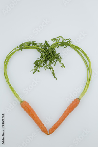 Aluminium Eten fresh carrots in heart shape