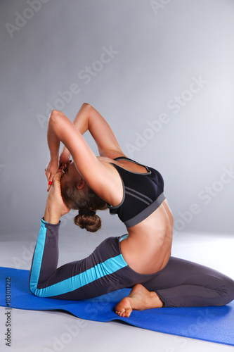 Aluminium School de yoga Portrait of sport girl doing yoga stretching exercise . yoga