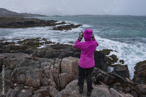 Deurstickers Bleke violet Girl in landscape
