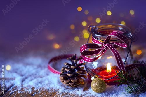 Papiers peints Table preparee Grußkarte, Weihnachtsmotiv - Kerze im Glas, Windlicht im Schnee