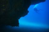 divers near a wall - 183085408